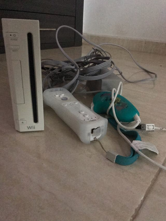 Consola Wii + Wii fit plus