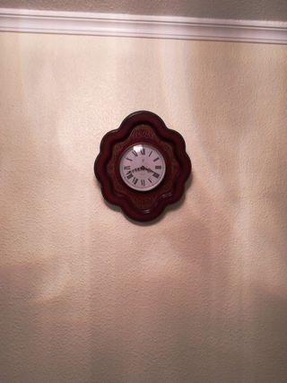 Reloj de pared con sonido.
