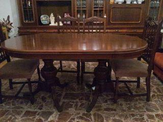 Estupenda mesa de comedor y seis sillas