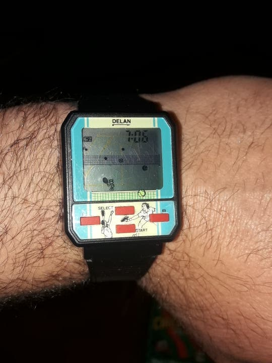 Reloj con juego Delan
