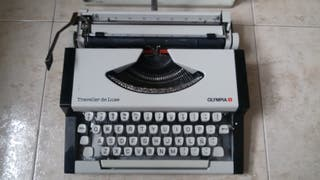 Máquina de escribir Olympia Traveller de Luxe