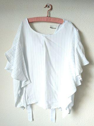 blusa blanca con rayas