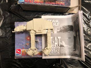 2 Maquetas Star Wars Naves AT-AT y AT-ST antiguas