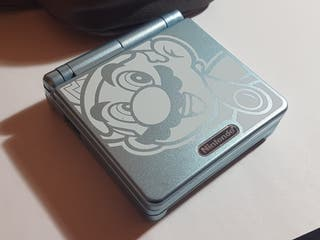 Game Boy advance con funda y cargador