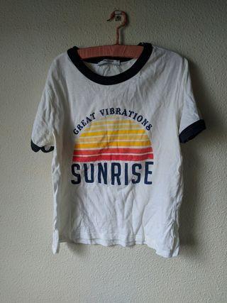 camiseta blanca con estampado