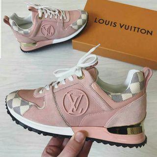 zapatillas LV Vuitton y otras marcas