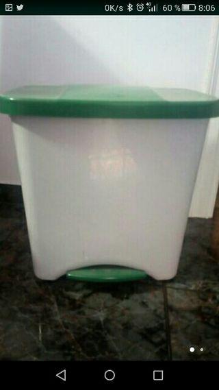cubo de basura reciclaje