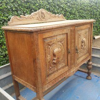 Mueble aparador antiguo.