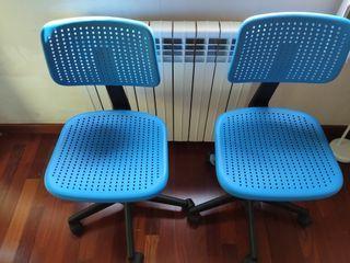 Dos sillas juveniles