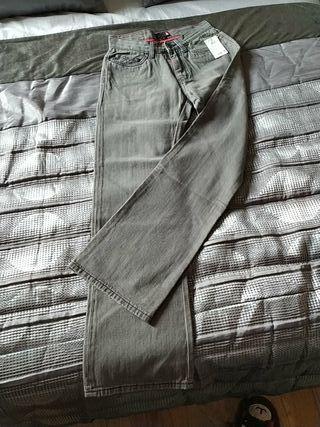 Pantalón és