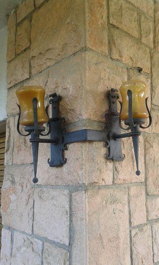 Lámpara esquinera pared hierro