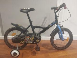 Bicicleta niño marca decatlon, con ruedines.