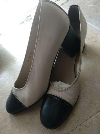 zapatos señora pie de vestir blanco y azul marino