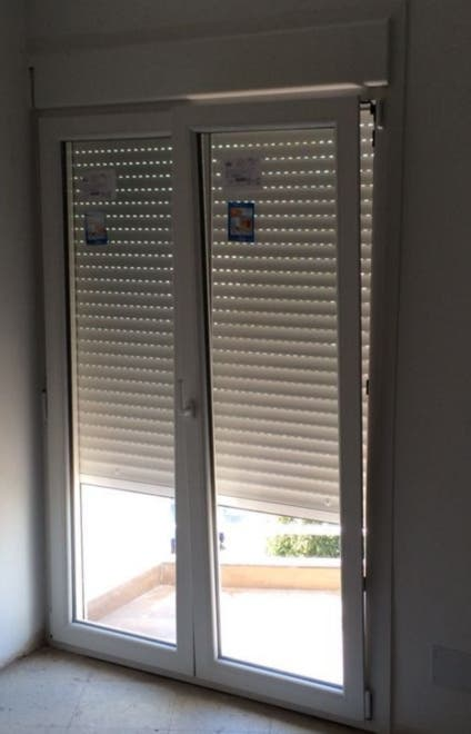 Persiana Aluminio Color Crema De Puerta De Terraza De Segunda Mano