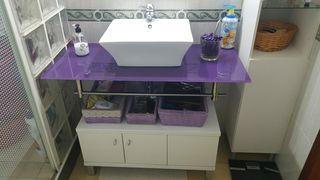 mueble cuarto de baño blanco con encimera y otro