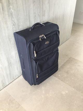 6145a2bb3 Maleta de viaje de segunda mano en Madrid en WALLAPOP maletas de viaje  usadas grandes