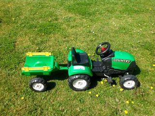 Tractor de juguete con remolque desmontable