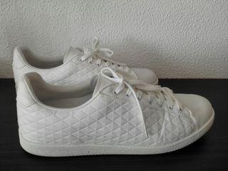 Zapatillas blancas sin uso. Pull&Bear