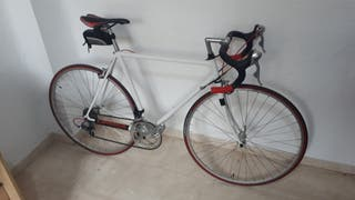 bicicleta carretera restaurada. PRECIO NEGOCIABLE.