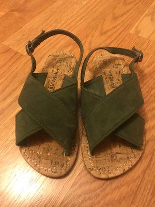 Sandalia verde talla 32