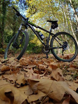 Bicicleta aluminio marca Mérida ruedas 29 simi nu