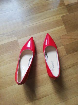 zapatos rojos de charol sin estrenar