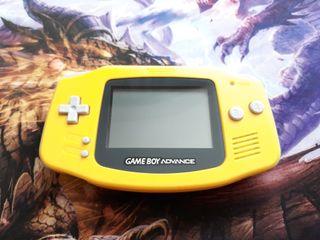 Game Boy Advance seminueva.
