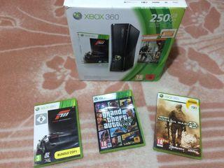 XBOX 360 con 3 juegos y 2 mandos