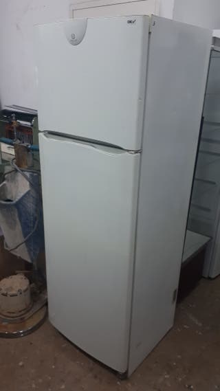 Nevera indesit blanca
