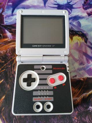Game Boy Advance SP NES Edition seminueva.