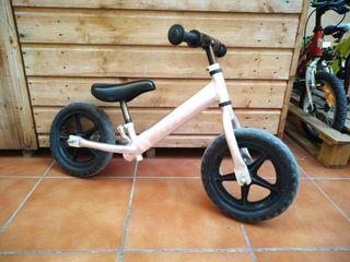 bicicleta sin pedales y patinete
