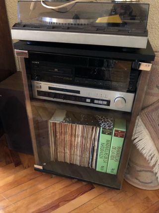 Mueble tocadiscos reproductor cds amplificador