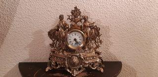 Reloj de bronce macizo