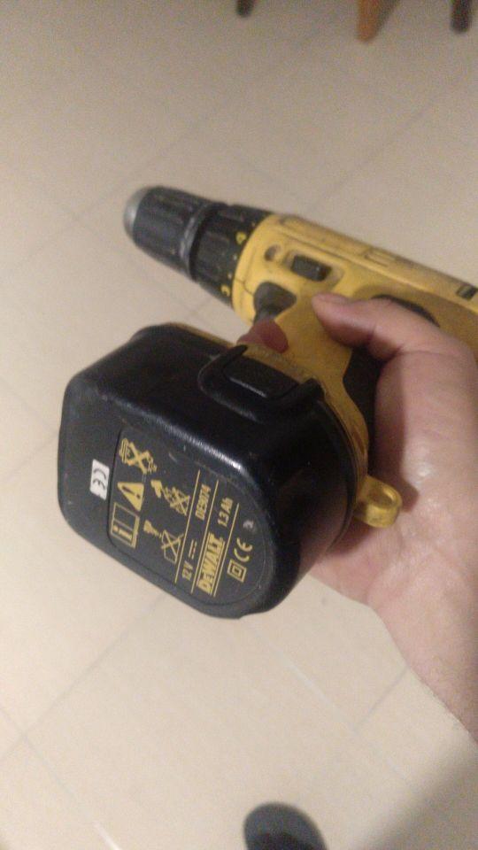taladro de batería DEWALT con percutor