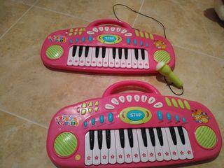 2 órganos con micrófono