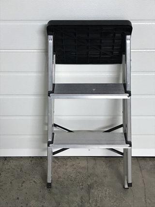 Escalera de 2 pelda os de aluminio de segunda mano por 20 for Escalera aluminio 2 peldanos