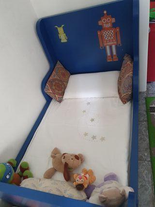 cama de niño azul