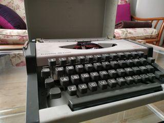 Máquina de escribir AEG Olympia