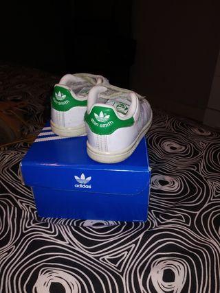 Lote de zapatillas de marca niño