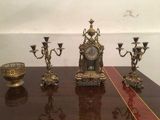 Candelabro y Reloj Antiguo