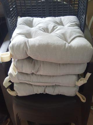 vendo 4 cojines de sillas para cocina