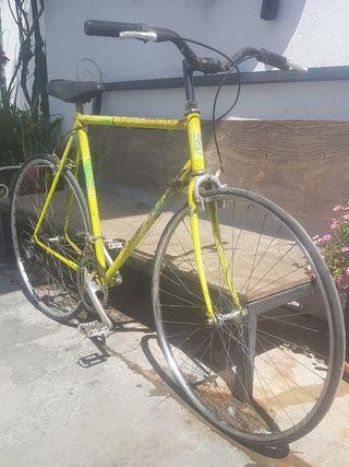 Bicicleta carretera adaptada ciudad