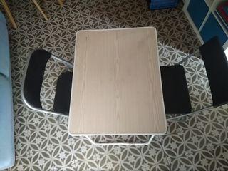 Mesa de cámping y 2 sillas