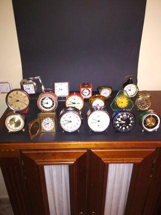 Colección de 17 relojes despertadores