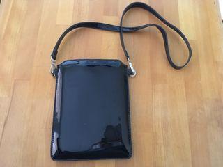 Bolso pequeño o funda tablet Parfois