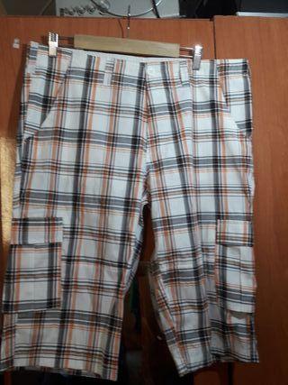 pantalon corto multivolsillos.