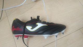 .botas para césped natural,para fútbol o rugby