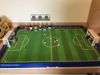 Playmobil campo futbol con 8 jugadores