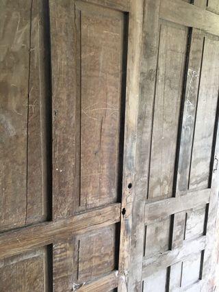 Puertas antiguas de castaño macizo