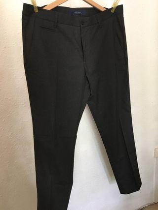 Pantalón gris hombre
